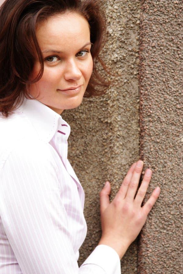 Download Attraktiv ung kvinna arkivfoto. Bild av lady, gulligt - 37347526