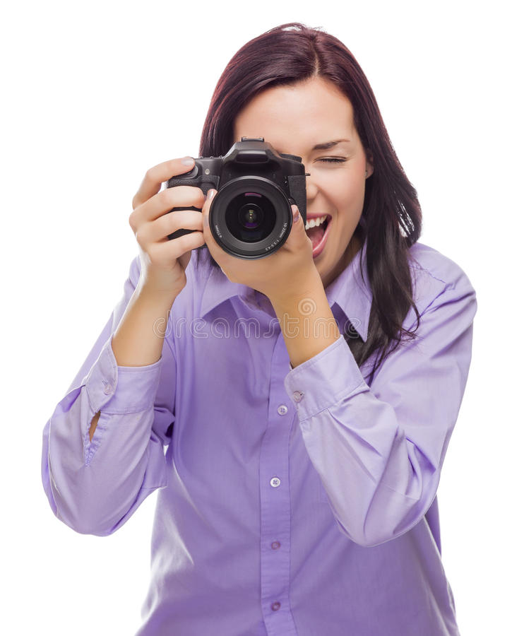 Attraktiv ung kvinna för blandat lopp med DSLR-kameran på vit royaltyfri bild