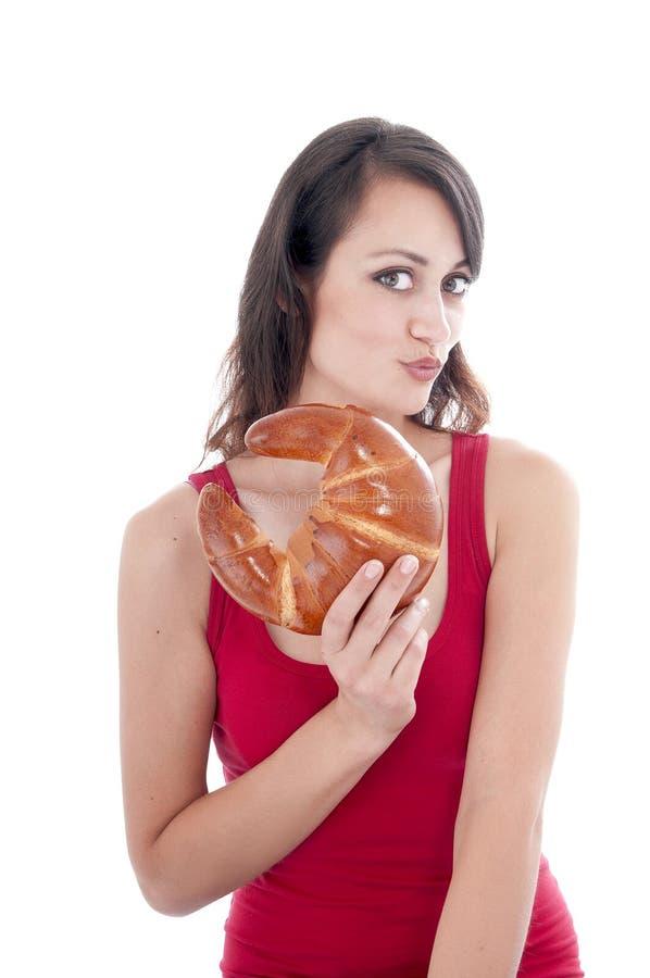 Attraktiv ung kvinna med bageln arkivfoto