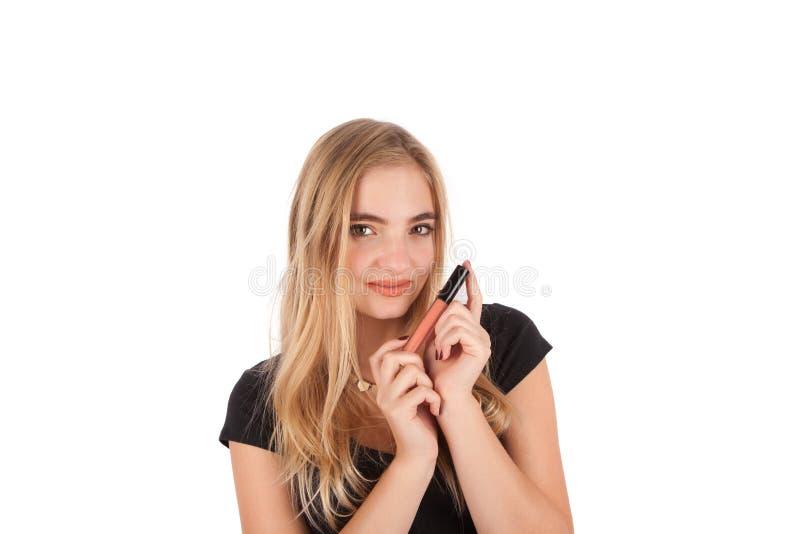 Attraktiv ung kvinna med läppstift royaltyfria foton