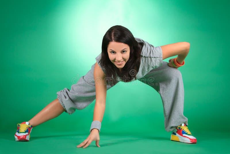 Attraktiv ung kvinnlig, i sträckning arkivfoto