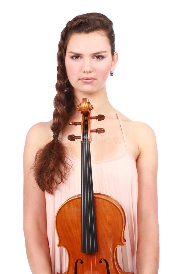 Attraktiv violinist som poserar med fiolen royaltyfri foto