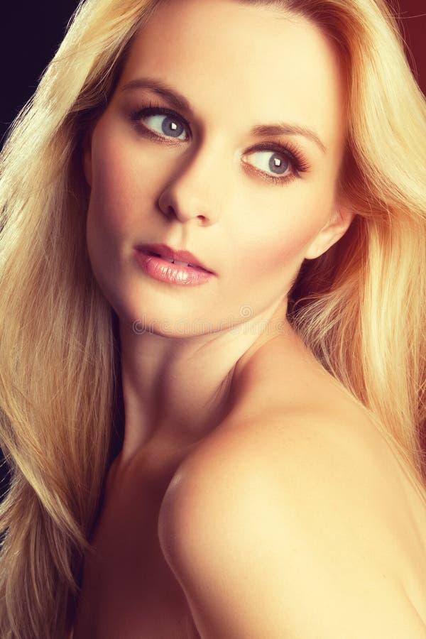 Attraktive blonde Frau stockbild