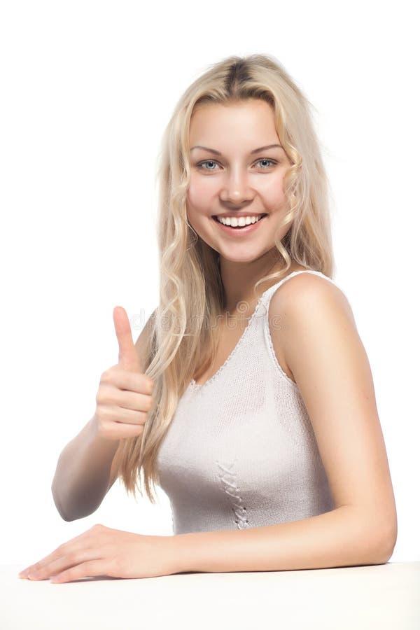 Attraktive Blondine, die thumbsup zeigen stockbild