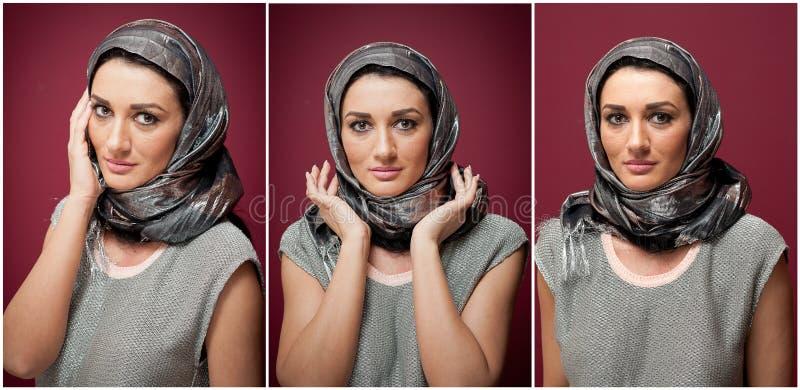 Attraktive Brunettefrau in der grauen Blusen- und Kopftuchaufstellung drastisch auf purpurrotem Hintergrund Weibliches Kunstportr stockbild
