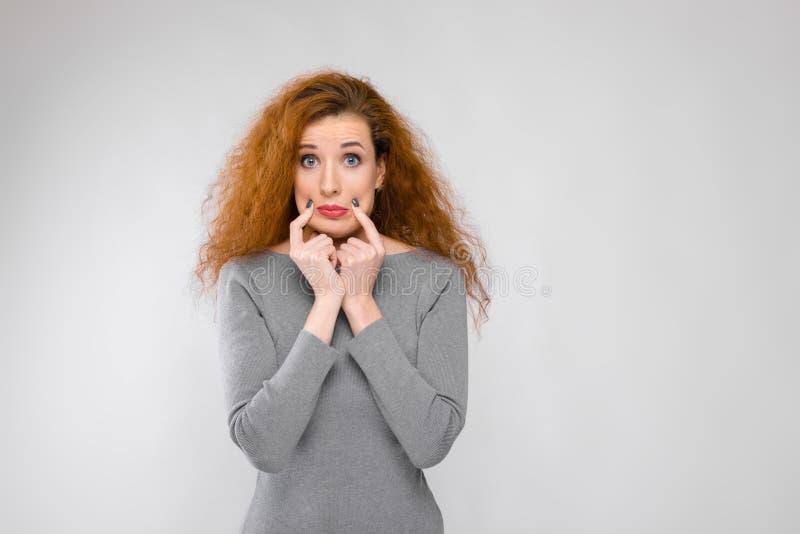 Attraktive Frau im Kleid lizenzfreies stockbild