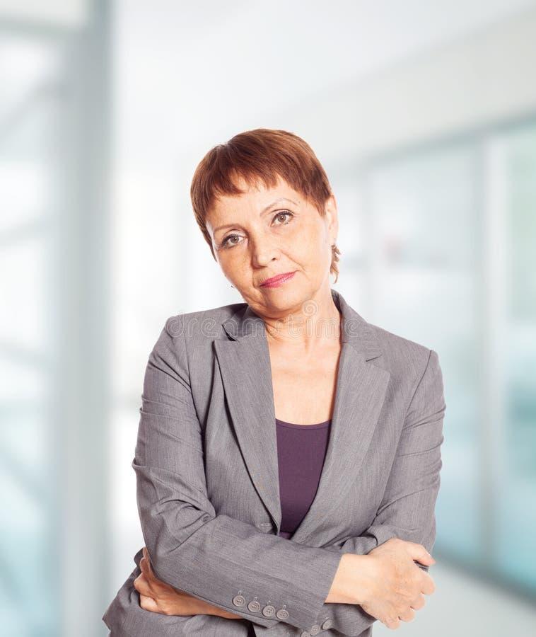 Attraktive Frau 50 Jahre Alt Stockfoto - Bild von fällig