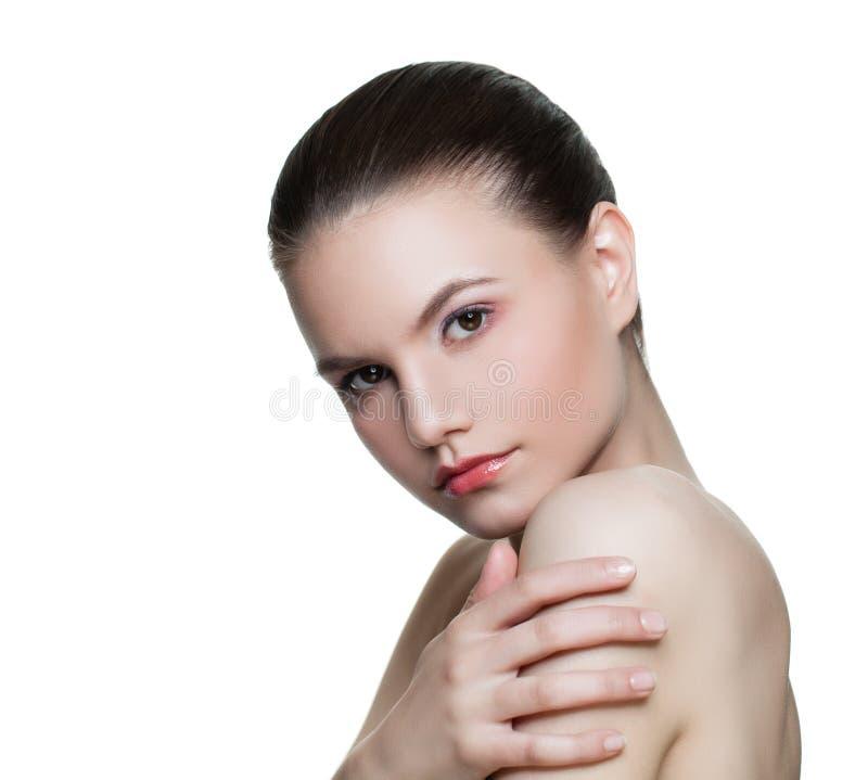 Attraktive Frau mit der gesunden klaren Haut lokalisiert auf Weiß stockbild