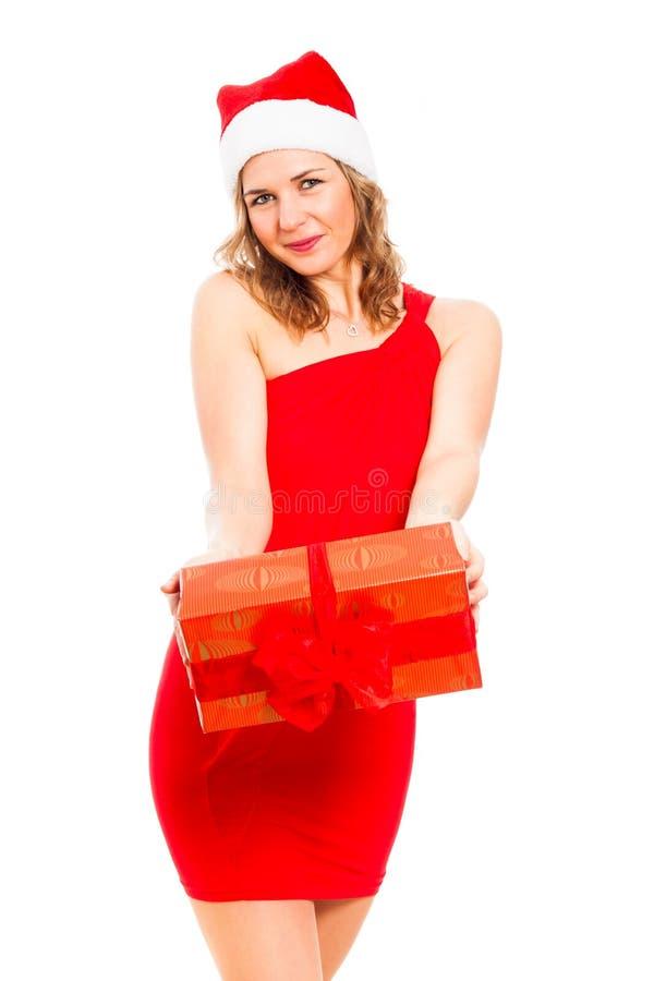 Attraktive Frau mit Weihnachtsgeschenk lizenzfreies stockbild