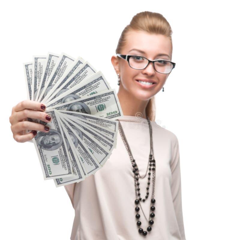 Attraktive Geschäftsfrau, die Geld hält lizenzfreies stockfoto