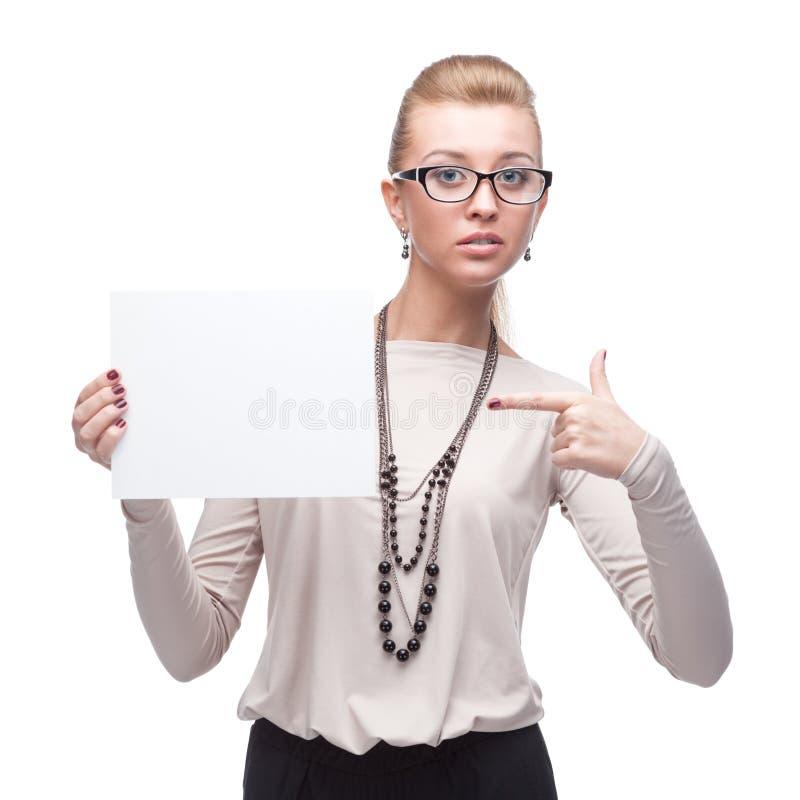 Attraktive Geschäftsfrau, die Zeichen hält stockfotos