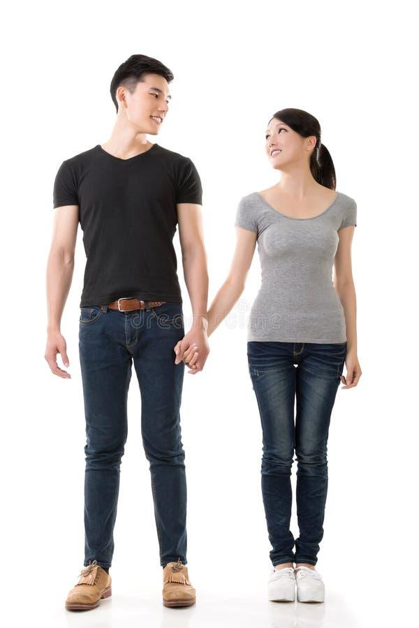 Attraktive junge asiatische Paare lizenzfreies stockbild