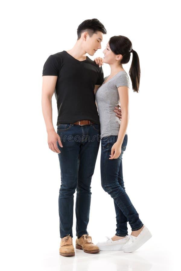 Attraktive junge asiatische Paare lizenzfreie stockfotos