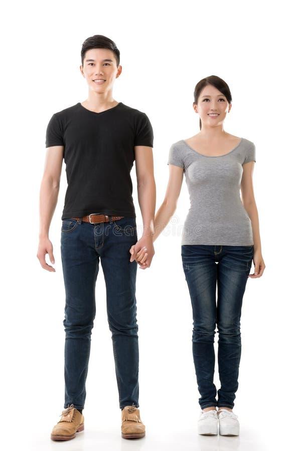 Attraktive junge asiatische Paare stockbilder
