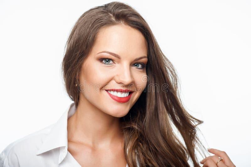 Attraktive junge Frau drückt ihr Positiv aus lizenzfreies stockbild
