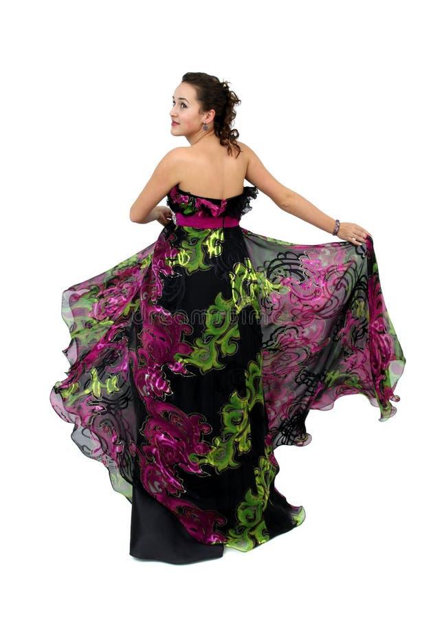 Attraktive junge Frau im schwarzen Kleid stockbilder