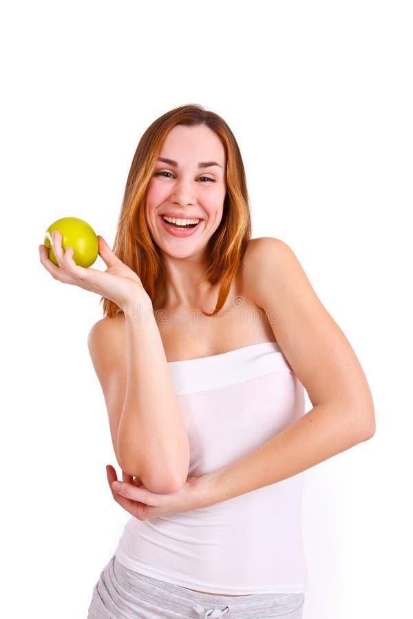 Attraktive junge Frau mit dem Apfellachen lizenzfreies stockfoto