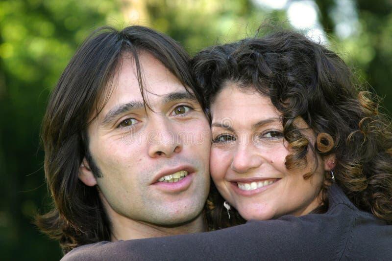 Attraktive junge Paare lizenzfreies stockfoto