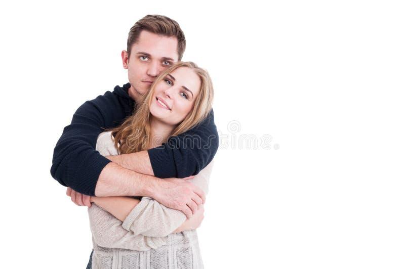 Attraktive Paare, die affektiv sind und glücklich schauen stockbilder