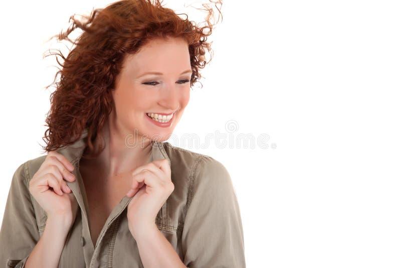 Attraktive red-haired junge Frau stockbild