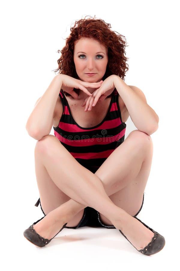 Attraktive red-haired junge Frau stockfotografie