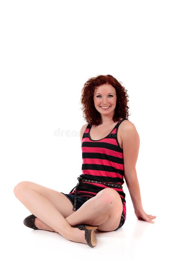 Attraktive red-haired junge Frau lizenzfreie stockbilder