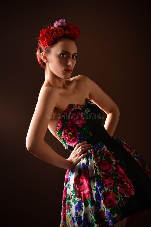 Attraktive Redheadfrau lizenzfreie stockbilder