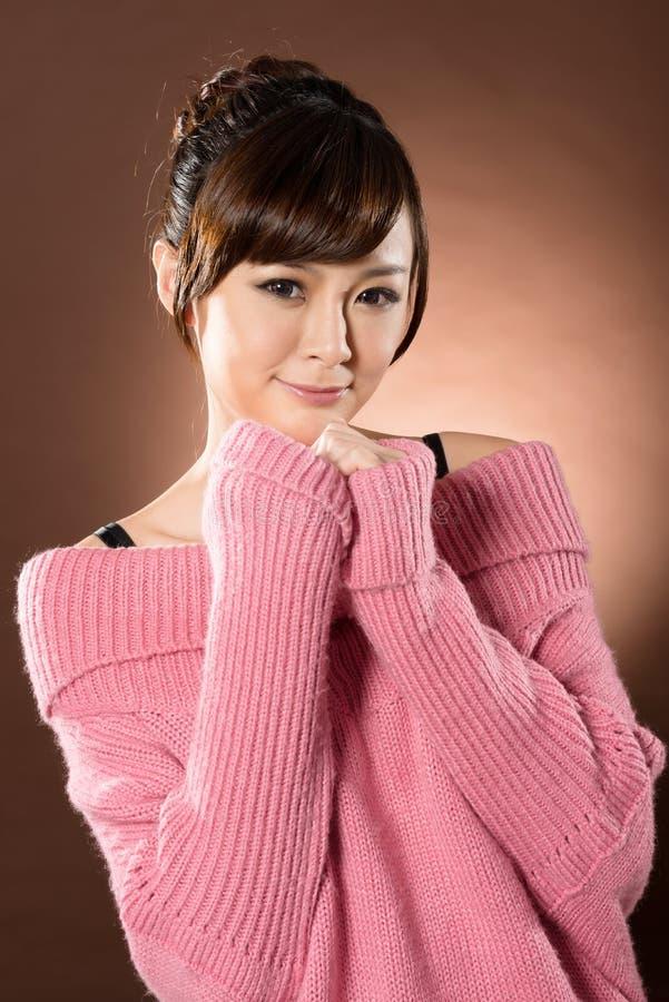 Attraktive sexy asiatische Dame lizenzfreie stockfotografie