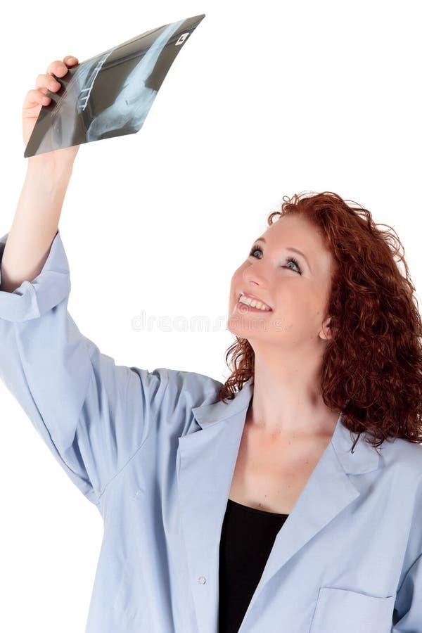 Attraktiver fälliger weiblicher Doktor stockfotografie