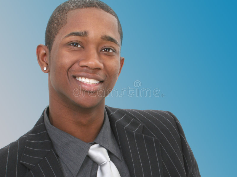 Attraktiver Geschäftsmann in der Klage lizenzfreie stockfotografie