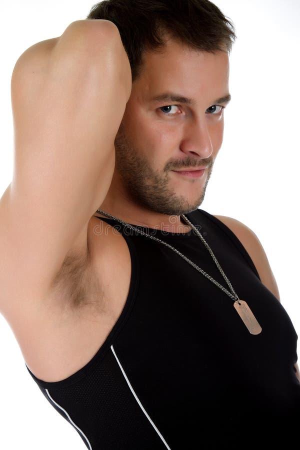 Attraktiver junger kaukasischer Mann, zweiköpfiger Muskel stockfoto