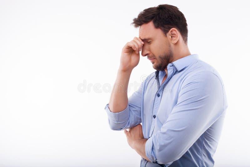 Attraktiver junger Mann drückt Negativ aus lizenzfreie stockbilder