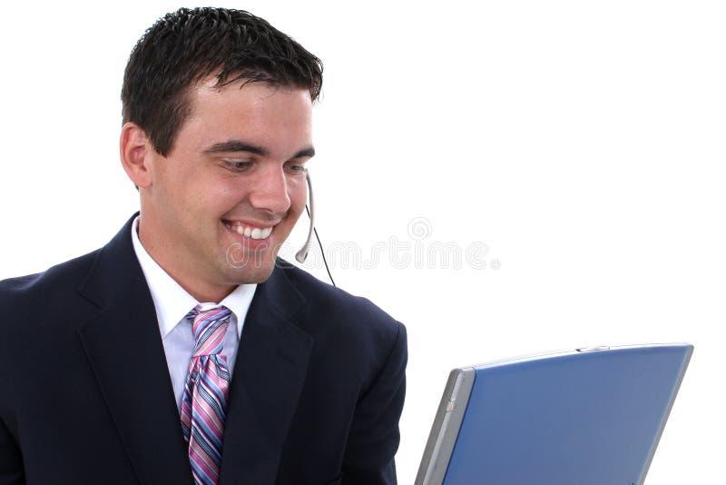 Attraktiver männlicher Kundendienst-Repräsentant stockfoto