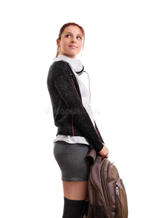 Attraktiver Student mit Kopfhörern und Rucksack stockfoto