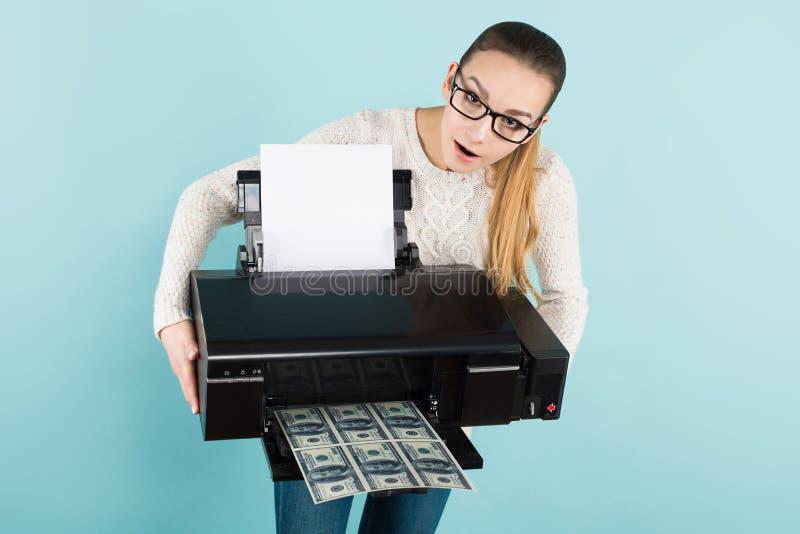 Attraktives Frauendruckbargeld stockfotos