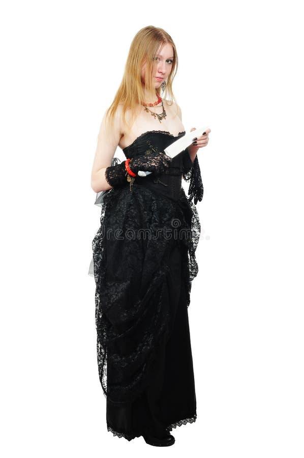 Attraktives gotisches Mädchen mit Messer lizenzfreie stockfotografie