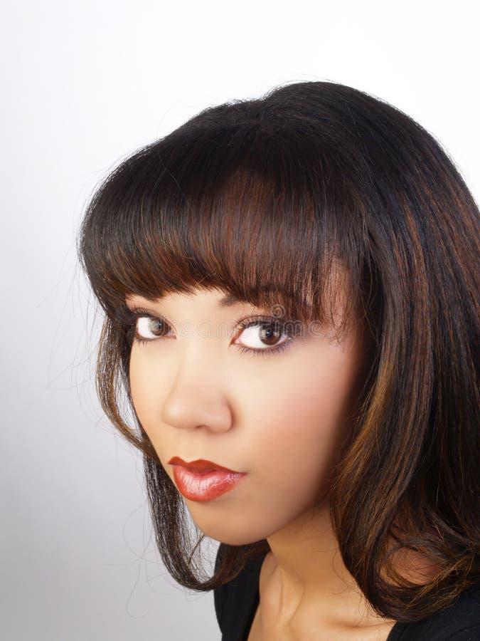Attraktives junges Portrait der schwarzen Frau lizenzfreies stockfoto