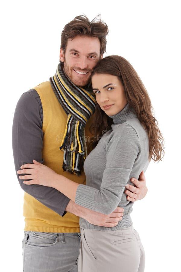 Attraktives liebevolles Paarlächeln lizenzfreie stockfotografie