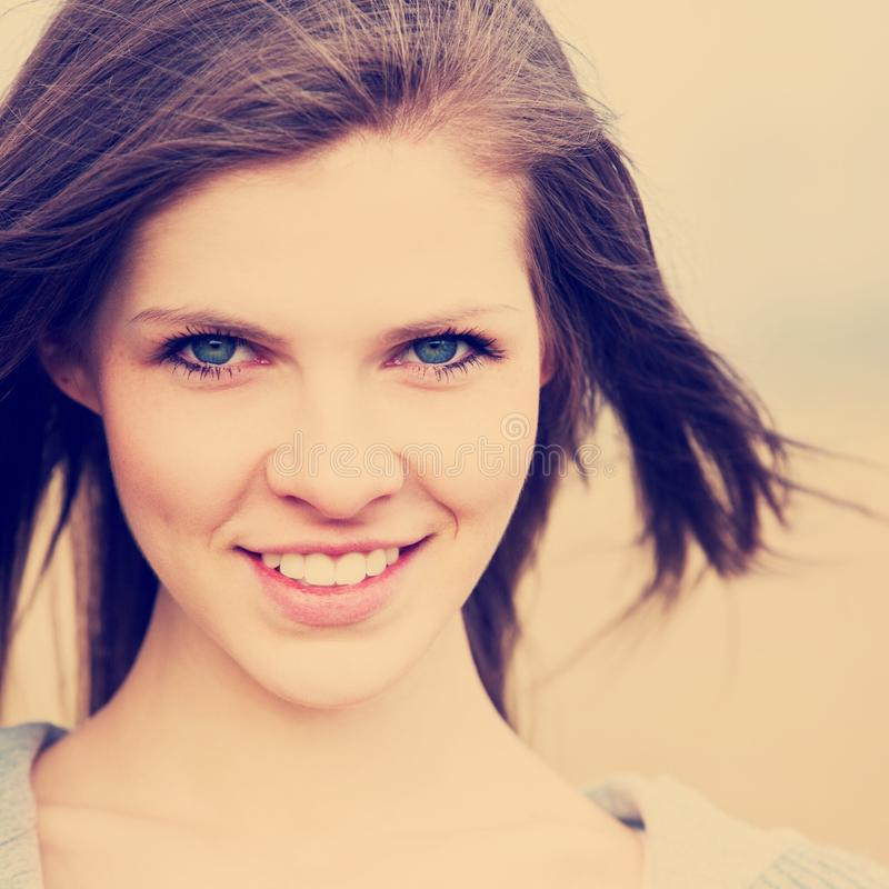 Attraktives Mädchenporträt lizenzfreie stockfotos