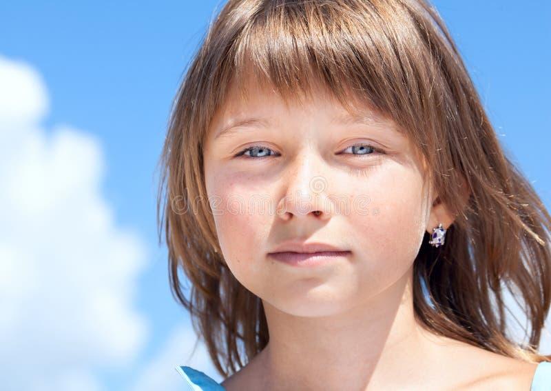 Attraktives schönes junges Mädchen stockbild