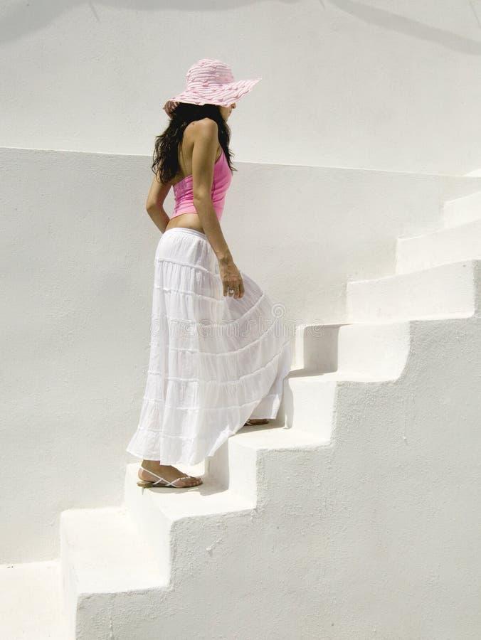 attraktivt grekiskt barn för kvinna för oia santorinigator arkivfoton