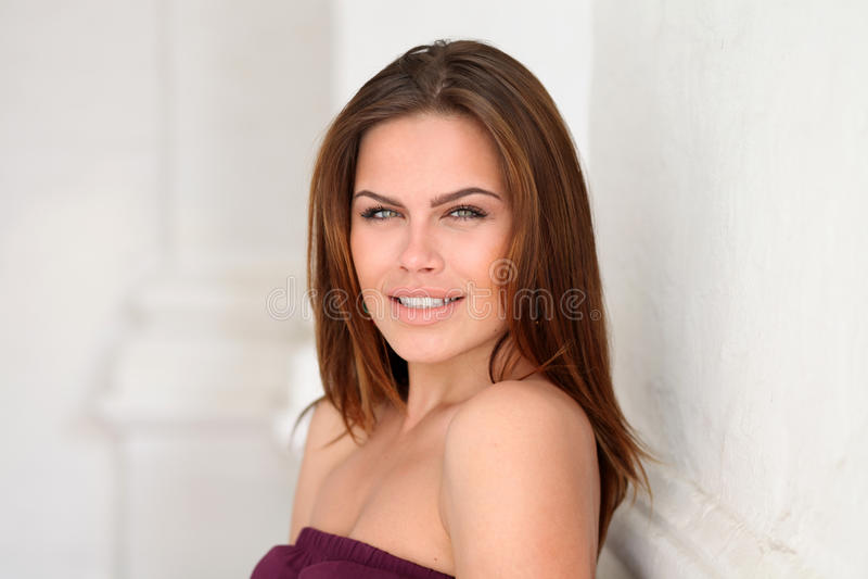 attraktivt kvinnabarn royaltyfria bilder