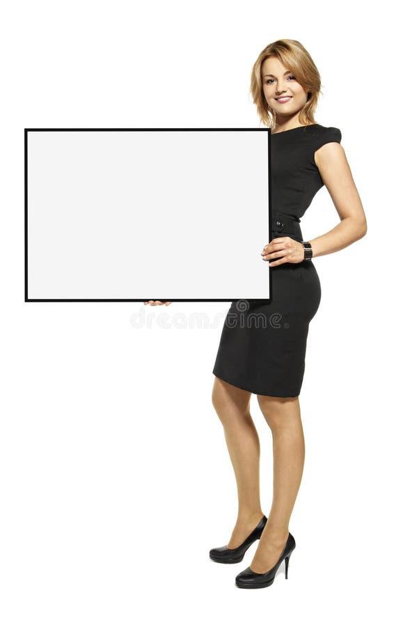 Attraktivt kvinnainnehav upp en isolerad affisch - royaltyfria bilder