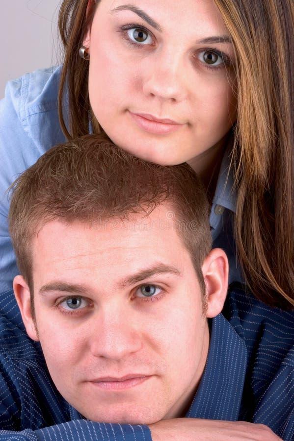 attraktivt parbarn royaltyfri bild
