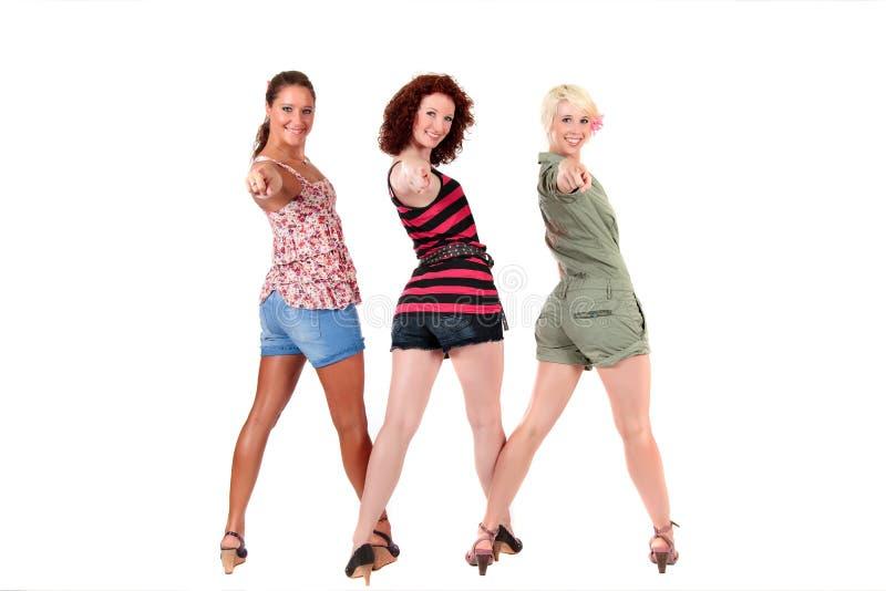 attraktivt peka tre unga kvinnor royaltyfri foto