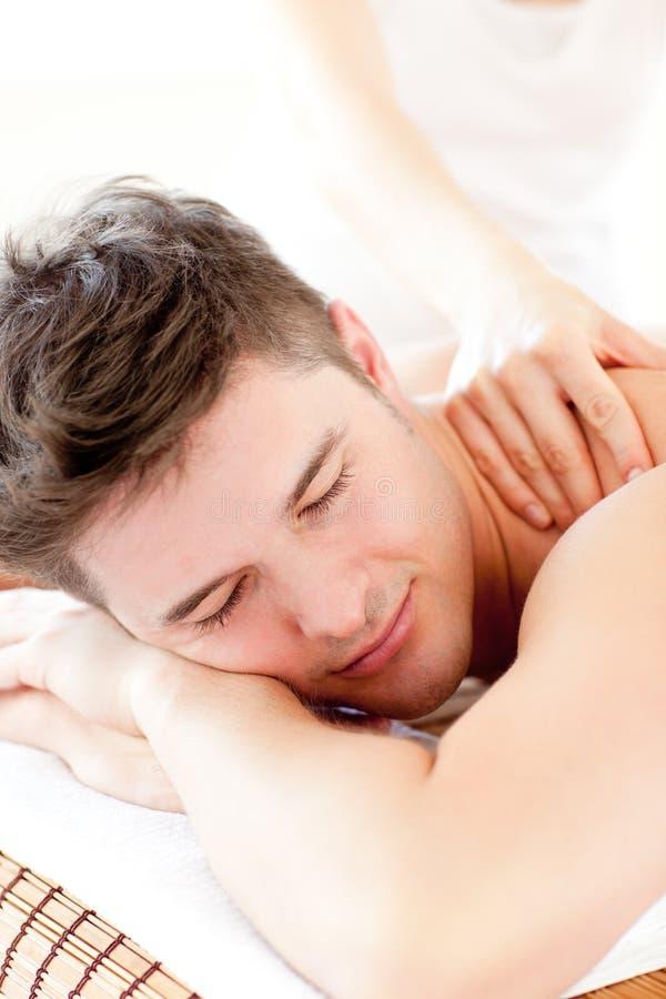 attraktivt tillbaka tyckande om manmassagebarn royaltyfri fotografi