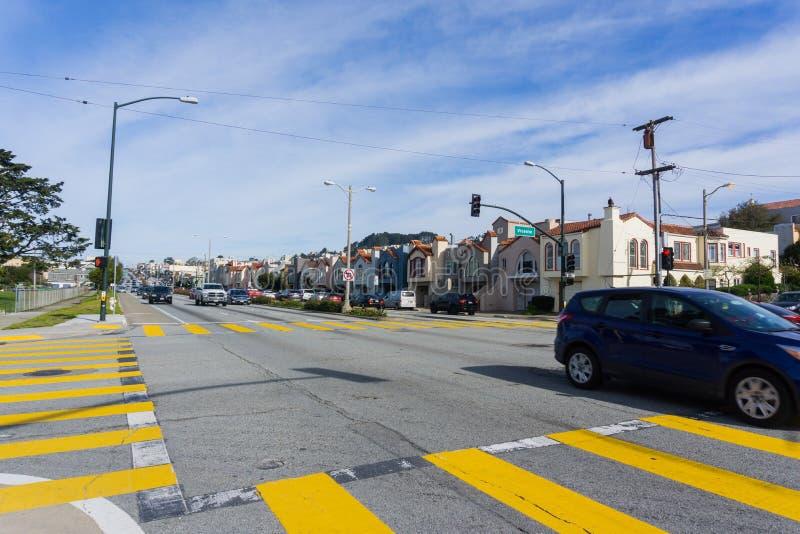 Attraversamenti nelle zone residenziali di San Francisco, California fotografie stock