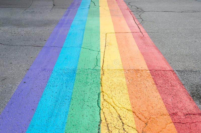 Attraversamento della bandiera di gay pride immagini stock libere da diritti