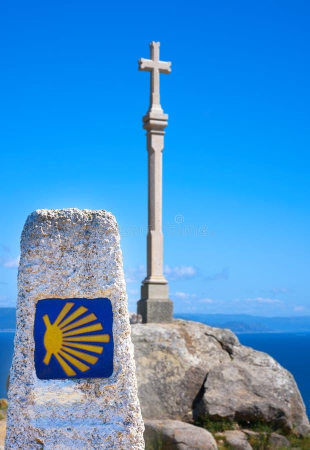 Attraversi nell'estremità del finisterre del san James Way in Spagna fotografie stock libere da diritti