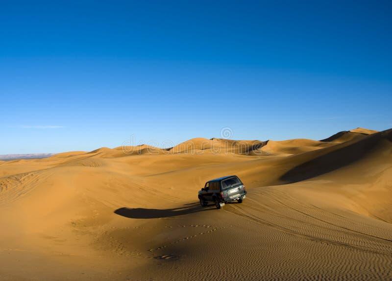 Attraverso il deserto di sahara fotografie stock